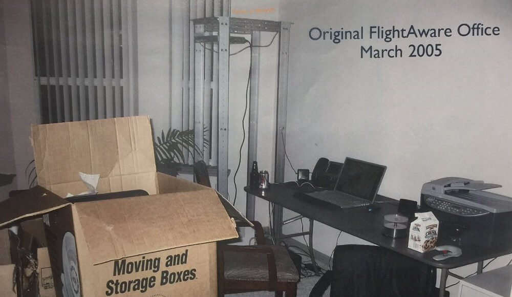 The history of the appearing of the first live air traffic radars, flight radar