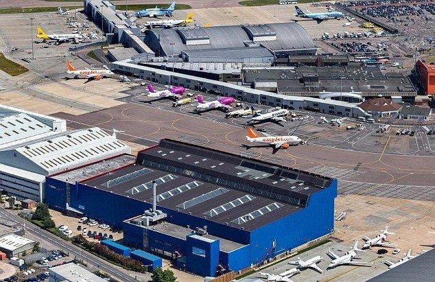 Luton airport flight arrivals
